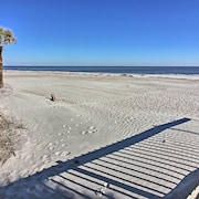 Hilton Head Resort Condo Near Beach w/ Amenities!