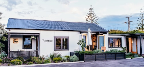 Charming Cottage In Boutique Vineyard - Coastal Haumoana NZ