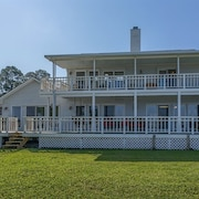 Dolphin Hideaway by Meyer Vacation Rentals