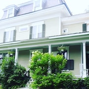 Historic 1868 'elm House'-cozy, Spacious, Relaxing- 20 MIN TO Okemo!