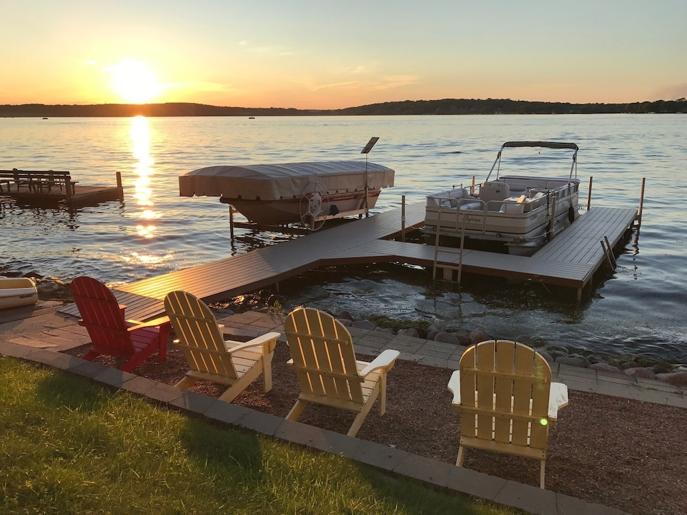 e438dc6a6 Exclusive Pewaukee Lake House Rental  2019 Pictures