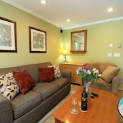 Cozy one Bedroom Edgemont A1 Condo on the Shuttle Route & ski Back Trail