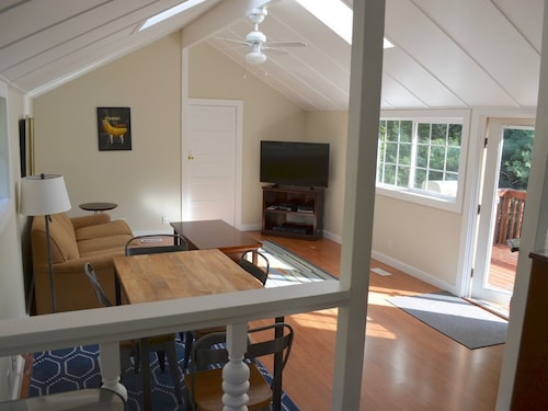 Beautiful, Sunny And Private Cottage. 30 min From SF, 40 min From Wine Country