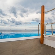 Stylish Sky Villa With Private Pool and Unobstructed sea View - The Waterfront