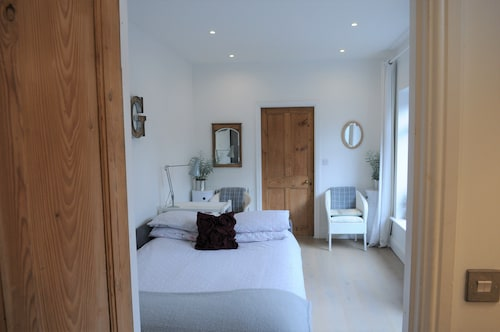 'the Snug', Near York: a Stunning, Modern Studio at Old Station Master's House