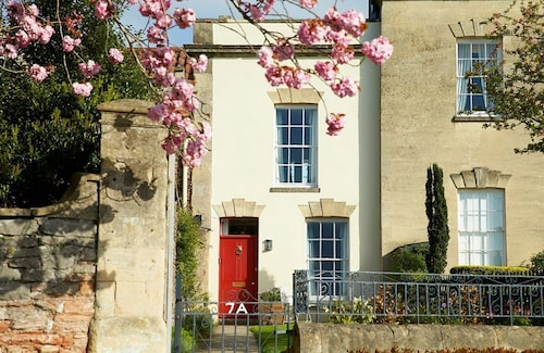 Holiday Cottage in Wells, Close to Major Attractions Such as Wookey Hole and Cheddar Gorge