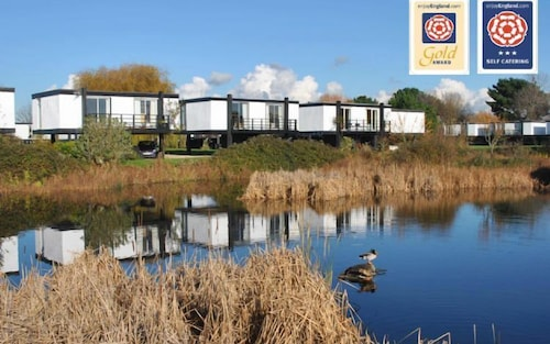 6 Avocet Quay - a Lodge/cabin That Sleeps 4 Guests in 2 Bedrooms
