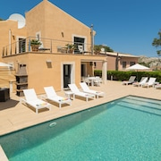 Villa Bernat - 4 bed Villa in Cala San Vicenc Close to the sea