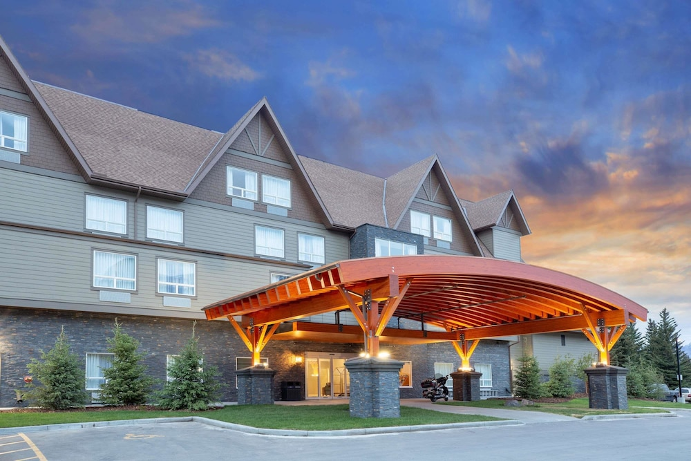 Exterior, Super 8 by Wyndham Canmore
