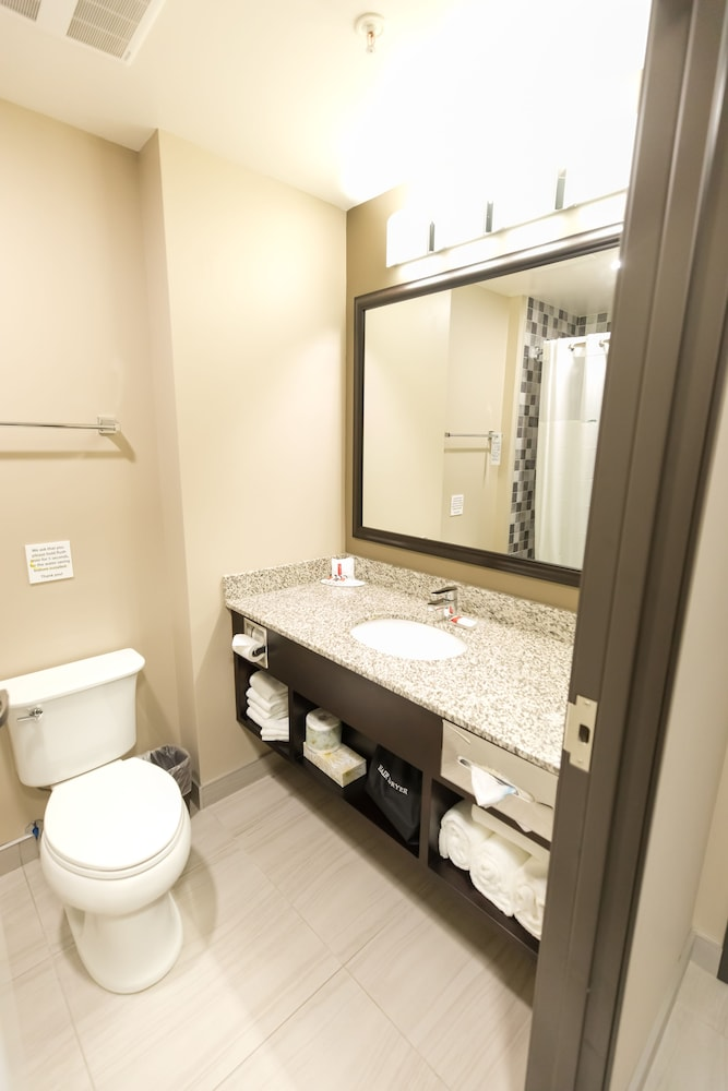 Bathroom, Super 8 by Wyndham Canmore