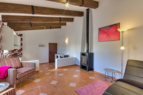 Villa Damara, Luxury Holiday Apartment Cereza, for a Relaxing Holiday!