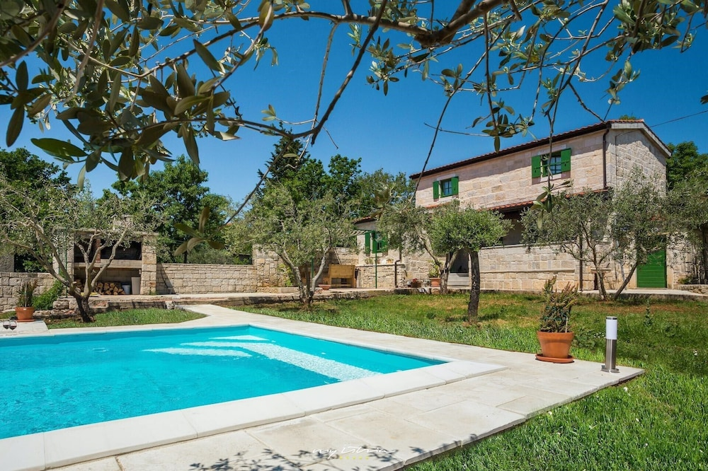 Rustic Villa With Pool Near Zadar City 0 Out Of 5