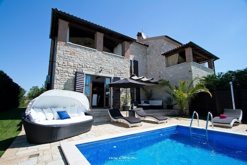 Luxury Villa With Pool Near Porec