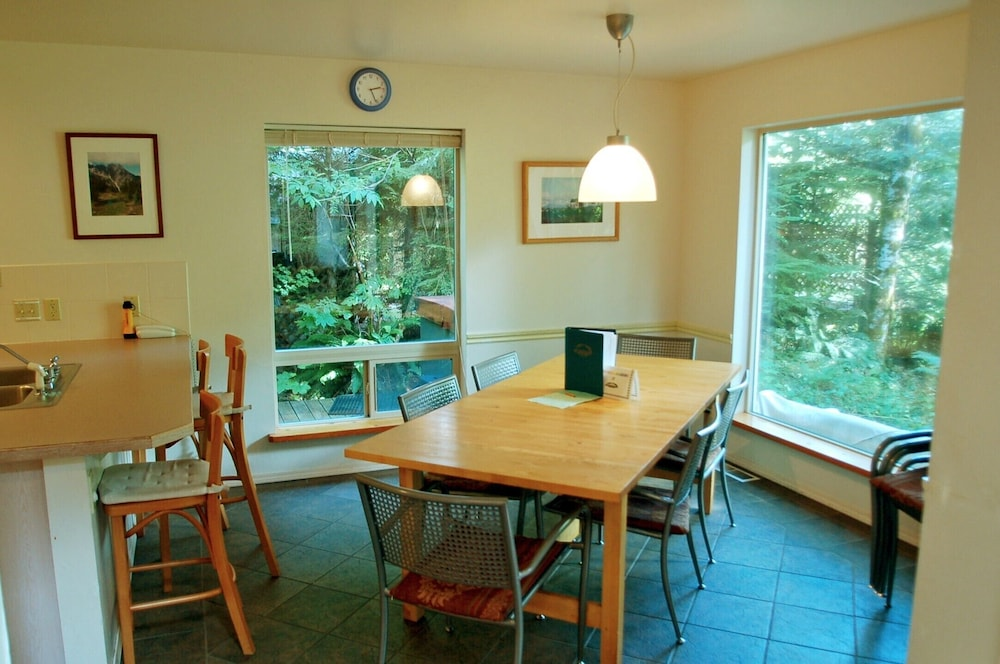 Private Kitchen, Mt Baker Rim Cabin 19 - One Of Your Favorite Places - Now With Wi-fi Blu Ray