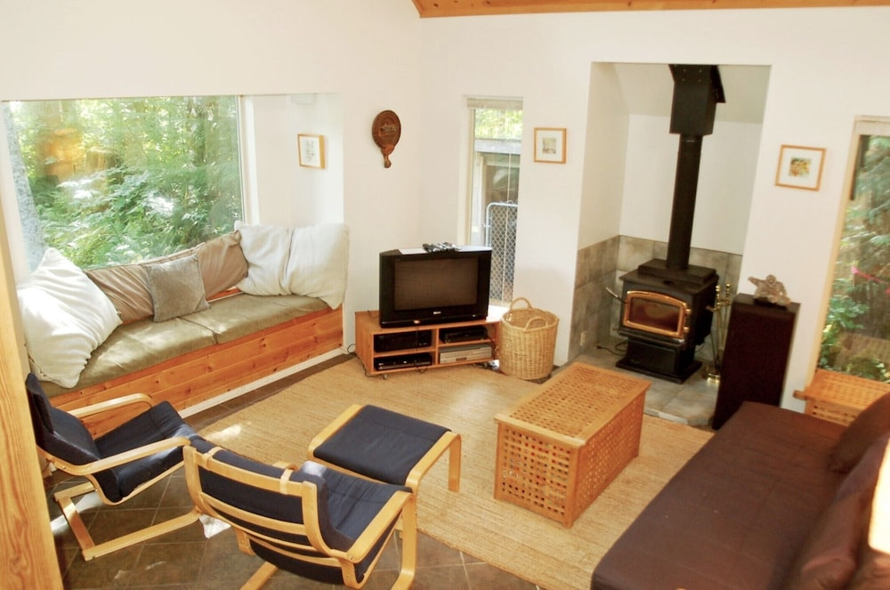 Living Room, Mt Baker Rim Cabin 19 - One Of Your Favorite Places - Now With Wi-fi Blu Ray