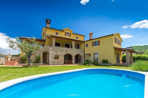 Stunning Villa in Picturesque Istrian Countryside