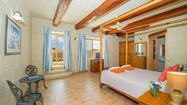 5 bedrooms, iron/ironing board, Internet