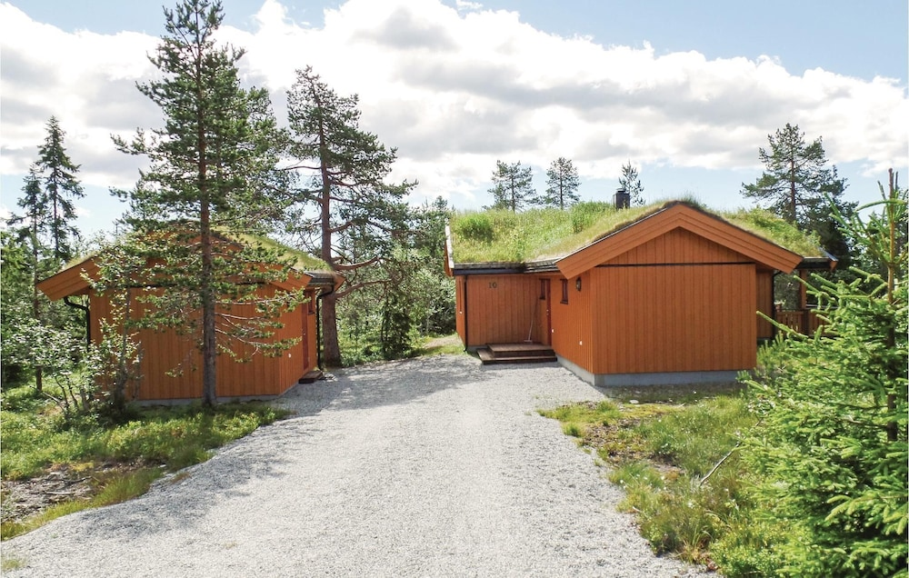 , 2 Bedroom Accommodation in Løten