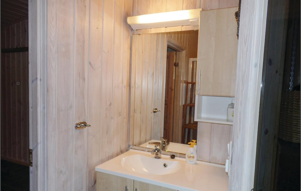 Bathroom, 2 Bedroom Accommodation in Løten