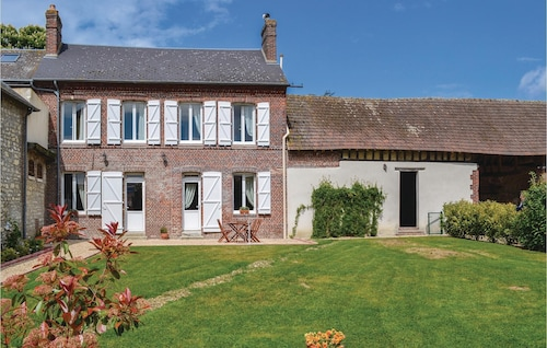 2 Bedroom Accommodation in Trie Chateau