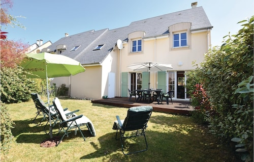 4 Bedroom Accommodation in Port-en-bessin-huppain