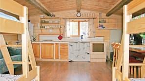 Kylskåp och grytor/köksredskap