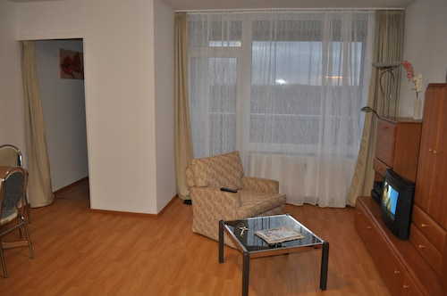 Top Airport Apartment, Free Parking. Wireless Internet Access