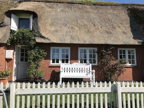 Hist. Thatched Cottage on the Wadden Sea, North Sea, Garden, Oven, Pet