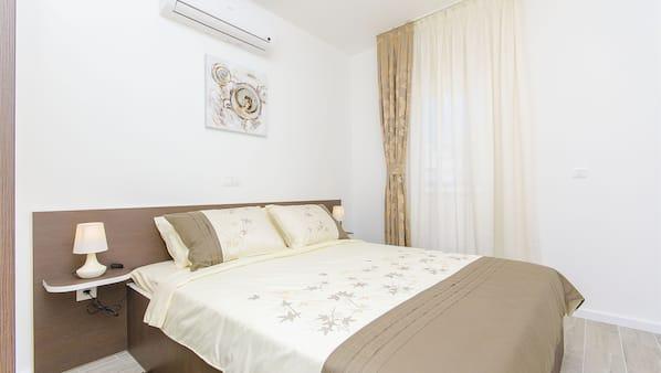 4 bedrooms, cribs/infant beds, Internet, bed sheets