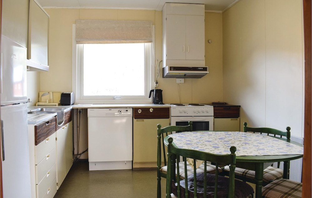 Private Kitchen, 3 Bedroom Accommodation in Nordberg