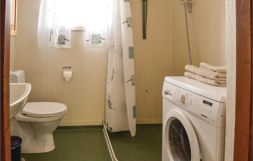 Bathroom, 3 Bedroom Accommodation in Nordberg