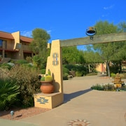 Gorgeous Desert Gold 2 bed / 2 Bath Condo