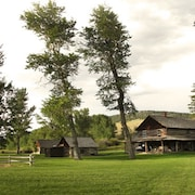Old Kirby Place: Historische Lodge & Cabins am Madison River 6 Betten / 6 Bäder / 12 +