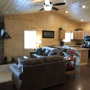 New Construction!! Dream Leaf Cabin Rentals Presents: White Pine Cabin