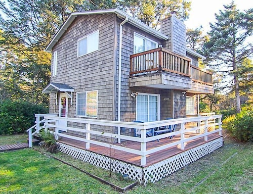 Charming House Just a Block From the Beach!!