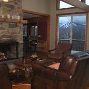 Spectacular 4 Bdrm/4 Bath Stratton View Upscale Home!!