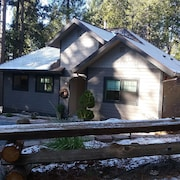 Custom new Cottage, Secluded, Spacious With hot Tub. 9 min From Nevada City