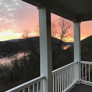 Walk to Potomac River and Downtown Harpers Ferry