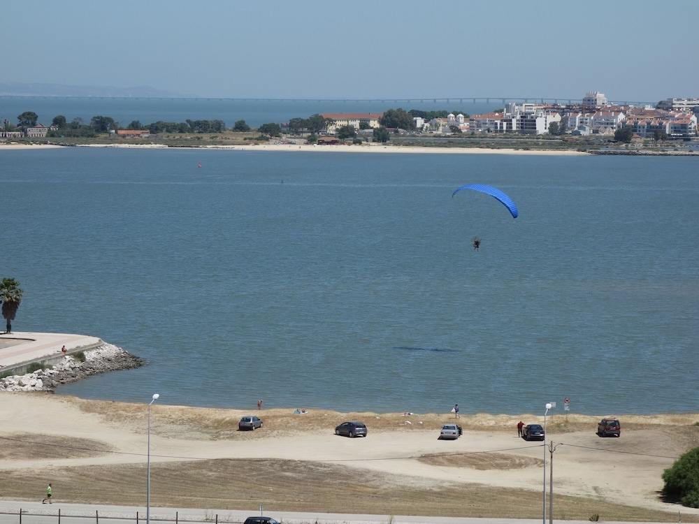 Beach, * River Terraces * Superb residence in the south bay of Lisbon, on the banks of the Tagus River