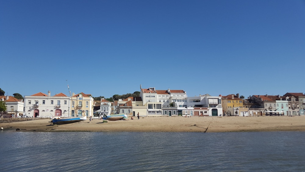 , * River Terraces * Superb residence in the south bay of Lisbon, on the banks of the Tagus River