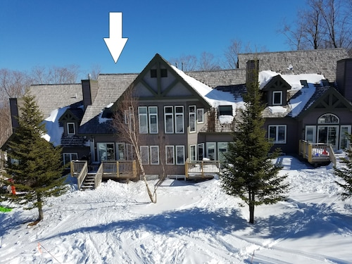 Ski In/out w/ 8 Ski Passes Inc. Each Day! 4 BR Slopeside on Raccoon Run!