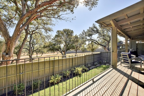 2BR Reserve at Lake Travis Cabin w/ Outdoor Living Near Shopping & Dining