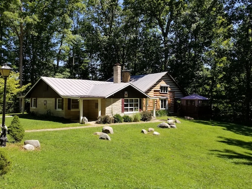 Brown County Indiana Log Cabin Vacation Home - Boulders Lodge