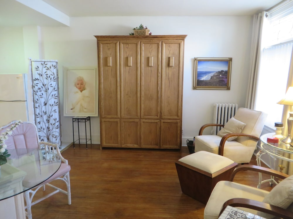 Private Apartment Sleeps 4 In The Heart Of Downtown Fort Wayne