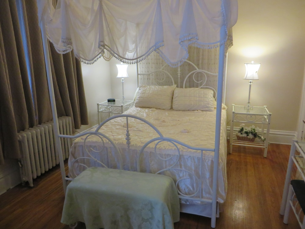 Private Apartment Sleeps 4 In The Heart Of Downtown Fort Wayne In