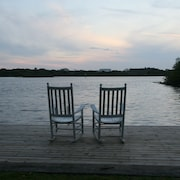 Waterfront, Stay 6 Nights & 7th Night Free, Heated Pool, Close to Beach, Pets OK