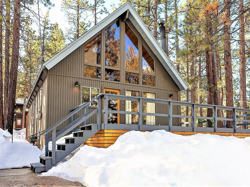 Summit Lodge~mid Century+mod Central A-frame Home in Big Bear Lake