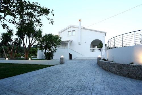 Spacious Modern Close to Arillas Beach With Private Pool