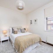 Stylish and Quirky 2BR Maisonette in Fulham