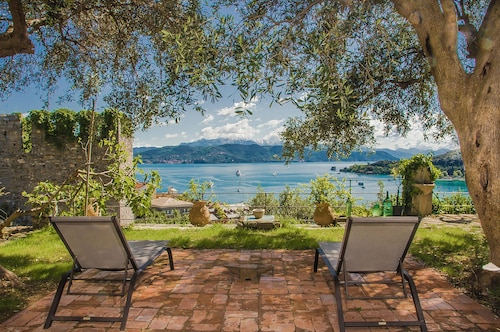 Villacastelloportovenere With Large Garden AND Memorable SEA View